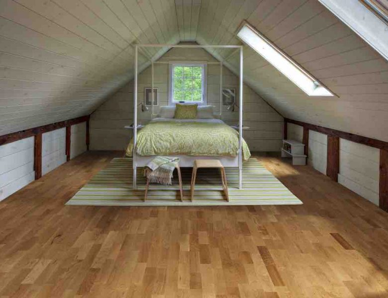A picture of Cherry Savannah wood floors in a bedroom